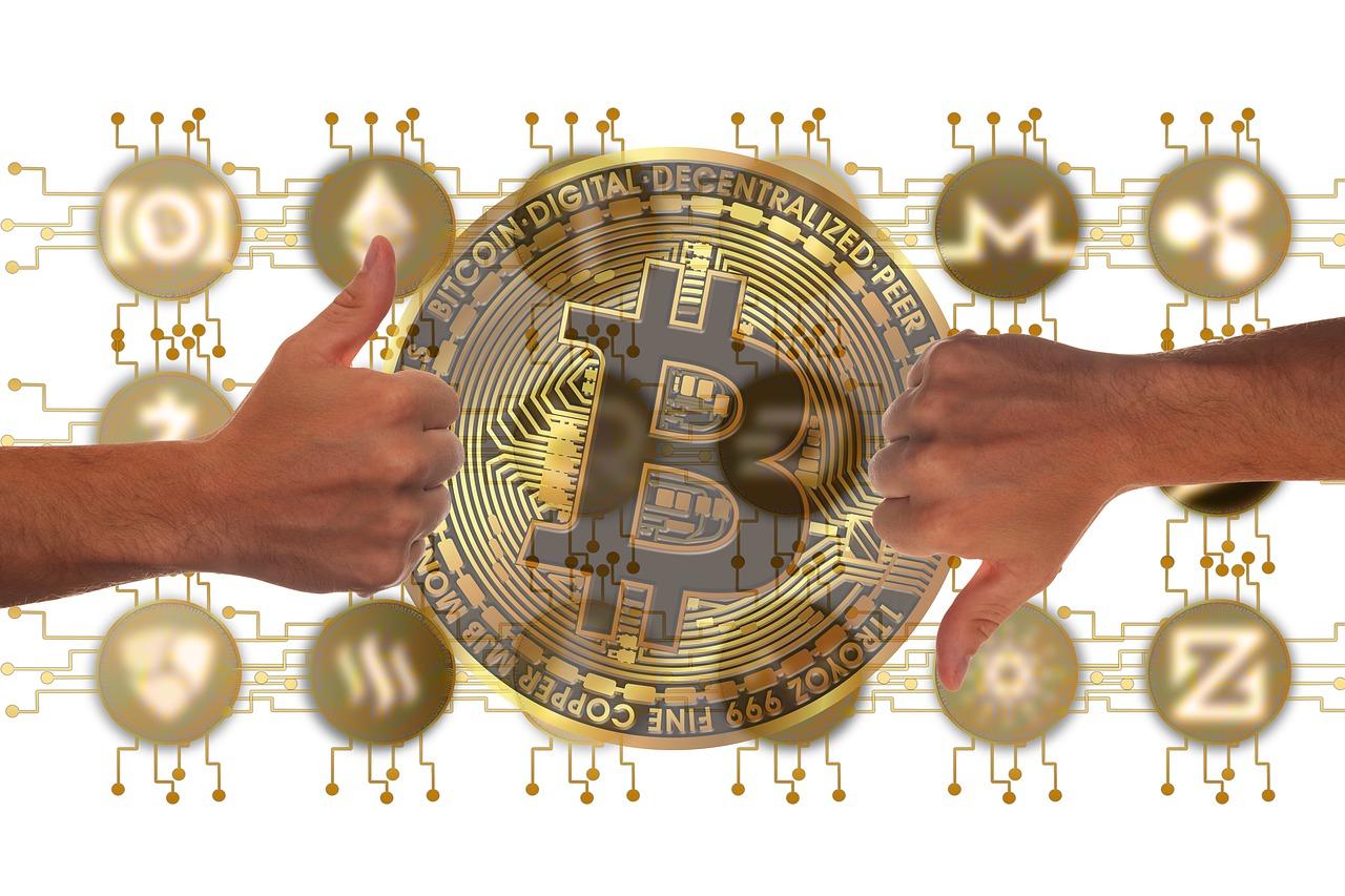 Hænder omfavner Bitcoin