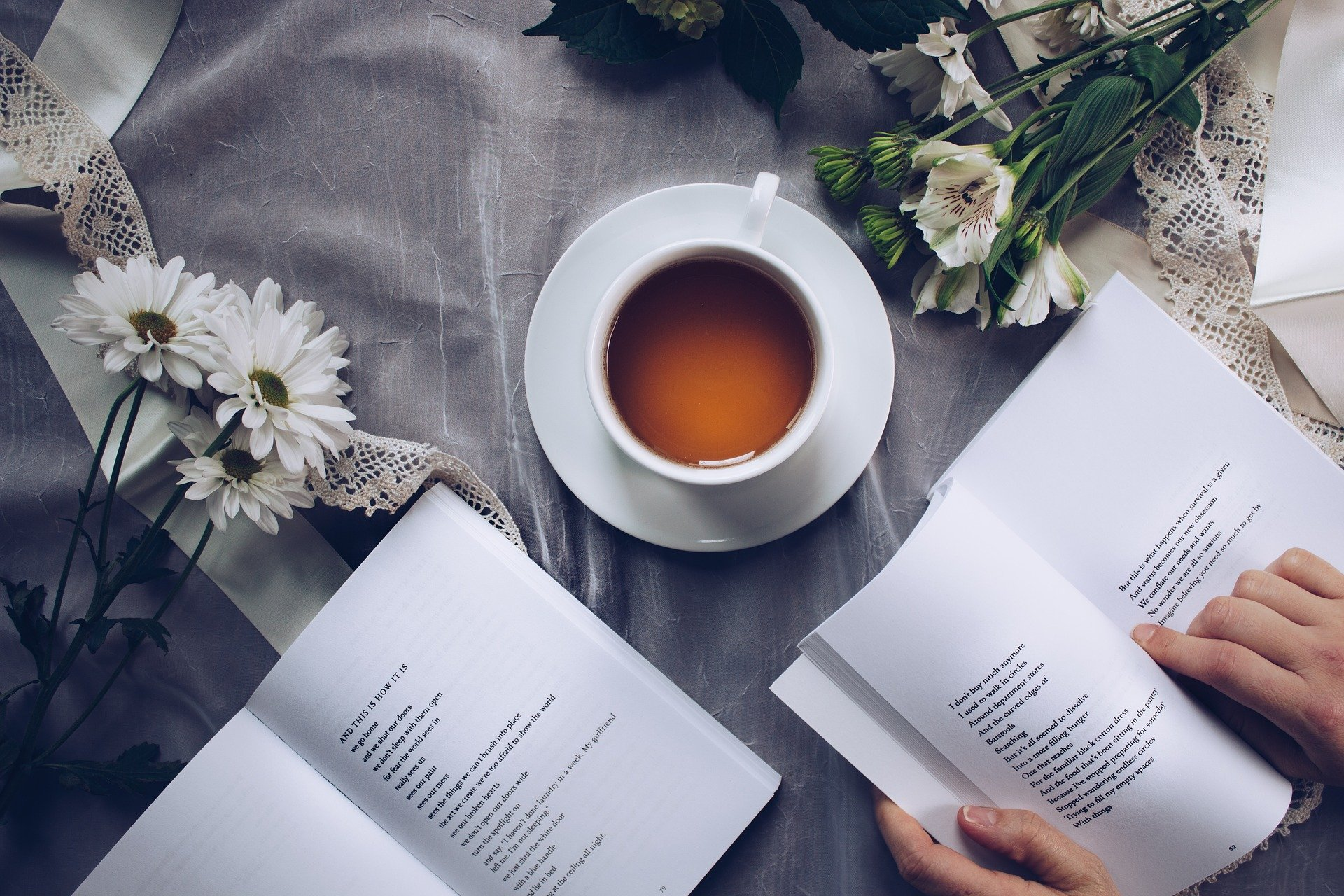 Te, blomster og bøger